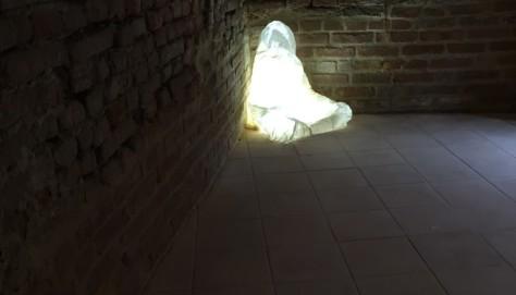 Attesa, 2015, calco del corpo in garza, cm. 50x60x70